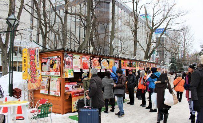 第68回さっぽろ雪まつり大通1丁目お店の前の賑わい
