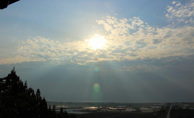重内平野、雲間から覗く陽光